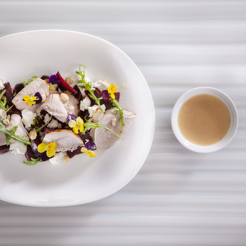Fricandeau met rode bieten salade en geitenkaas